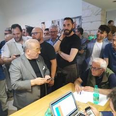 L'attesa dei risultati nel comitato di Pasquale D'Introno