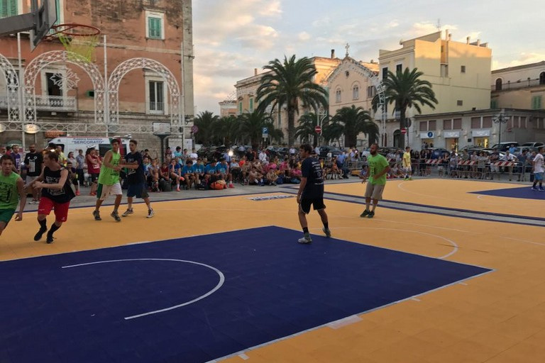 vs nmc basket by night JPG