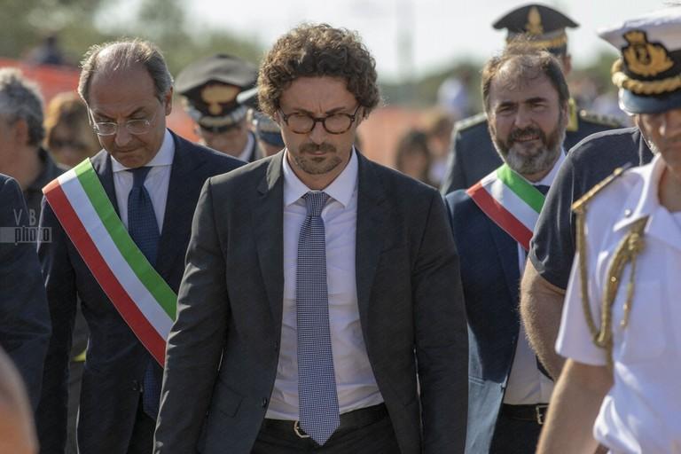 Il ministro Toninelli sul luogo del disastro ferroviario di Corato