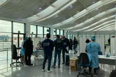 Atterrati i primi voli dalla Gran Bretagna: «Tutti negativi i tamponi antigenici»