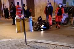 Brutto incidente stradale su via Gravina, coinvolto un motociclista