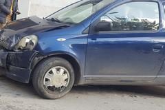 Auto si scontrano su via Castel del Monte