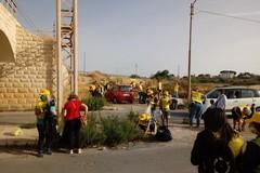 Puliamo il Mondo, grande squadra di volontari Legambiente ripulisce via lago Baione