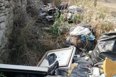 Discarica di rifiuti sulla vecchia provinciale Corato - Molfetta