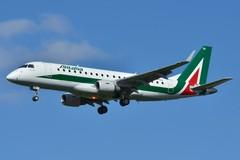 Troppo alti i prezzi dei voli Bari - Milano, Marmo deposita mozione in Regione