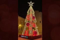 In Piazza Cesare Battisti si accende il grande albero 3D di Despar Centro-Sud
