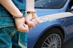 Picchiava e costringeva la fidanzata ad atti violenti, arrestato 24enne