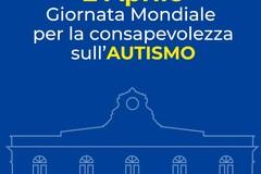 Giornata della consapevolezza dell'autismo, l'orologio del Comune si illumina di blu