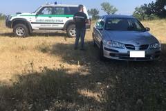 Auto chiusa e abbandonata sulle murge: era rubata