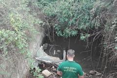Scoperta in piena Murgia carcassa di auto
