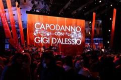 Piazza blindata per l'arrivo di Gigi D'Alessio, niente bottiglie o lattine al concerto