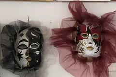 """Il Dipartimento Inclusione del """"Federico II Stupor Mundi"""" espone maschere di Carnevale"""