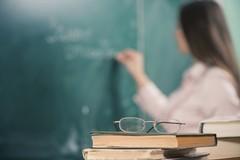 Concorso docenti, Emiliano chiede al Ministro «Avvenga per titoli e non per esami»