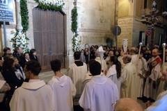 Aperto il giubileo Parrocchiale, il vescovo oltrepassa la Porta Santa di San Domenico