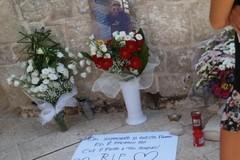 Gli amici di Victor sul luogo dell'omicidio: «Qui è finito il tuo sogno»