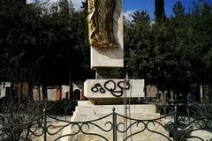 Deturpato il monumento ai caduti