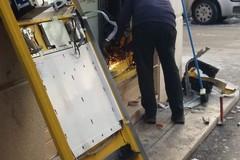 Esplosione a un distributore automatico di tabacchi