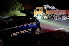 Vigilanti intercettano autocarro rubato, conducente scappa per le campagne