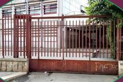 I volontari di Legambiente rimettono a nuovo il cancello della Giovani XXIII