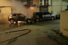 Quattro auto incendiate nella notte