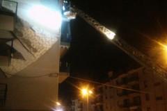Pericolo in via Nicola Salvi, intervengono polizia locale e vigili del fuoco