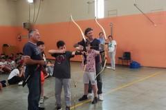 Trecento studenti imparano a scoccare le frecce