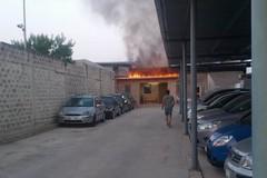 Incendio all'alba in un autoparco sulla ex sp231 direzione Corato