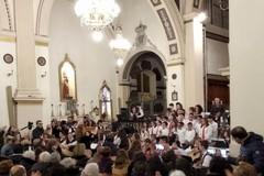"""Gli allievi della """"De Gasperi"""" cantano il Natale"""