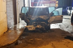 Auto in fiamme in via Rucellai