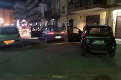 Altra auto data alle fiamme nella notte