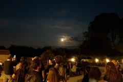 Grande successo per l'evento Timida Luna: tutti col naso all'insù per una coincidenza unica