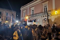 De Benedittis dalla piazza: «Porte aperte al PD ma con gli ultimatum si fa la guerra»
