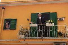 Storie in rete, i balconi diventano palcoscenici per storie collettive