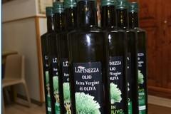 Olio d'oliva per i bisognosi della Caritas, il dono di Unapol e AcliTerra