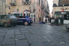 Cade dallo scooter per fuggire dai carabinieri, guai per un ragazzo