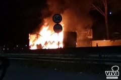 Quali conseguenze se il camion si fosse incendiato pochi metri più a nord?