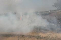 Incendio nelle campagne a ridosso della Mediana delle Murge
