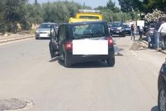 Incidente su via Castel del Monte, distrutta un'automobile