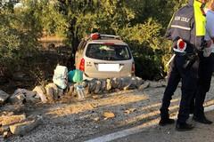 Grave incidente su via Gravina, auto si schianta contro ulivo
