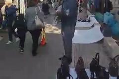 Abusivi al mercato, gli ambulanti insorgono