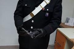 A spasso con la pistola alla cinta dei pantaloni, arrestato giovanissimo