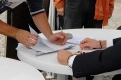 """La Lega raccoglie le firme per dire """"no"""" alle cartelle esattoriali di Equitalia"""
