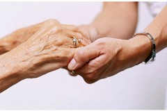 Grazia, la nonna disabile con il Covid in casa. «Abbandonati da tutti»