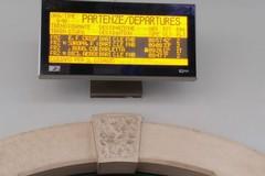 Auto abbatte passaggio a livello, treni in ritardo