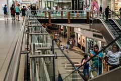 Covid-19, la proposta dei sindaci: «Chiudere i centri commerciali nel weekend»