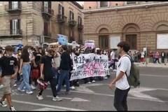"""""""No ai doppi turni"""", anche gli studenti di Corato protestano in Prefettura"""