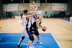 Basket femminile, la NMC lotta per 3 quarti, poi si arrende