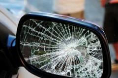 Occhio allo specchietto: truffatori in azione anche nel centro cittadino