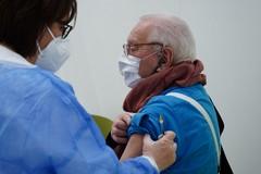 Vaccini anticovid, la Asl promette: «Entro fine mese concluderemo le somministrazioni per età 79 -70»
