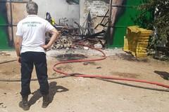 Grave incendio alla Masseria di Cristo, distrutto deposito